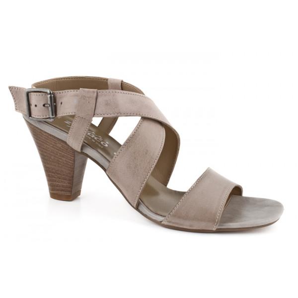 Hnedé sandále zdobené kamienkom 889 ZODIACO