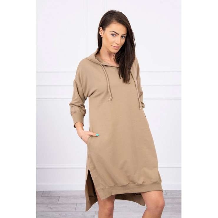 Dress with extended back and with e hood MI9078 camel