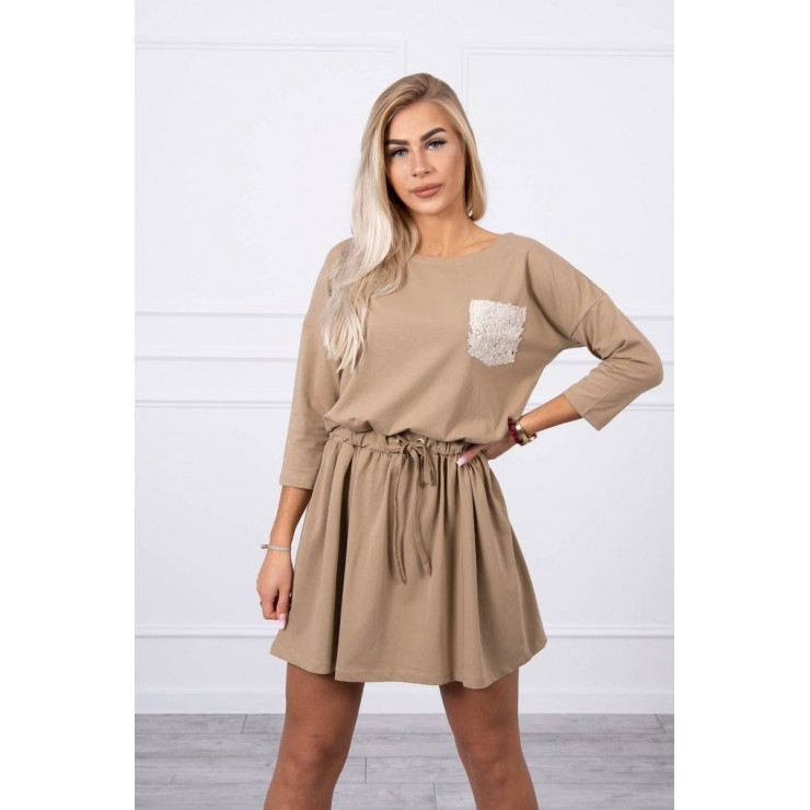 Dámske šaty s flitrovým vreckom MI9004 camel