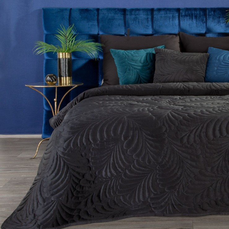 Shiny velvet bedspread quilted with the traditional sewing method, leaf pattern black