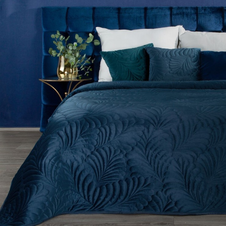 Shiny velvet bedspread quilted with the traditional sewing method, leaf pattern blue