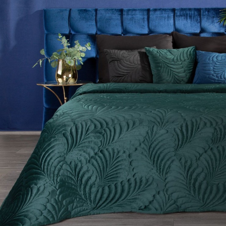 Shiny velvet bedspread quilted with the traditional sewing method, leaf pattern dark turquoise