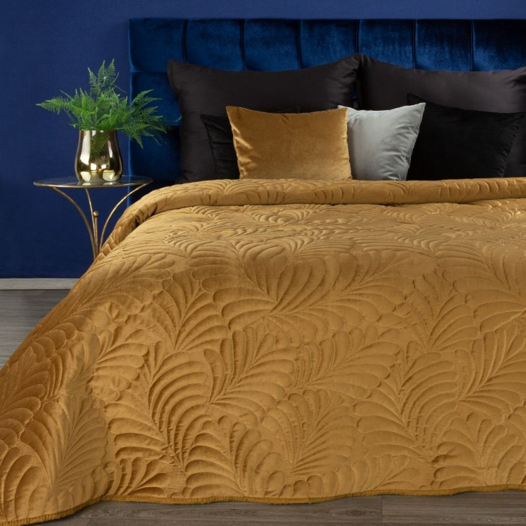 Shiny velvet bedspread quilted with the traditional sewing method, leaf pattern Honey