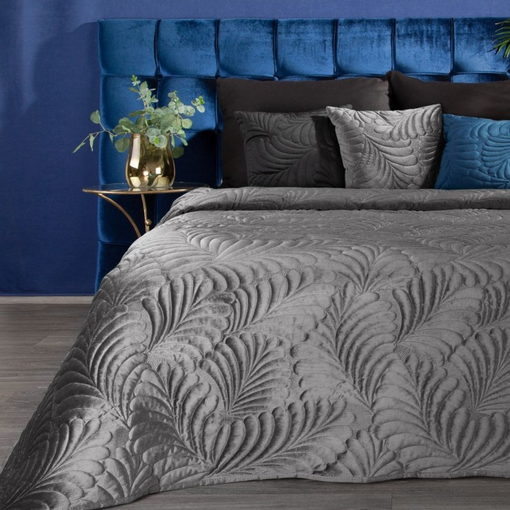 Shiny velvet bedspread quilted with the traditional sewing method, leaf pattern gray