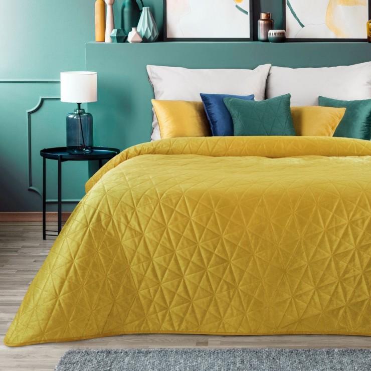Zamatový prehoz na posteľ Luiz3 okrový