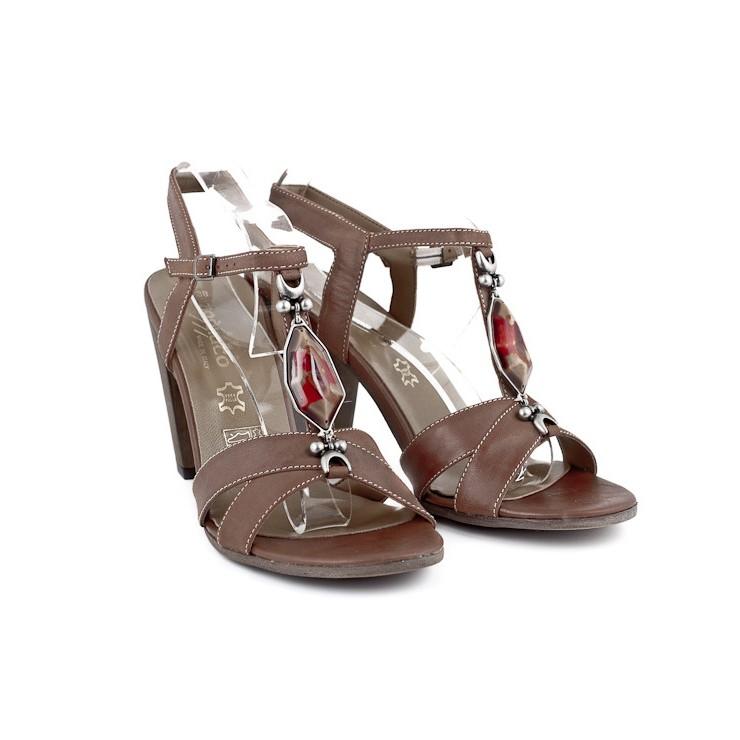 Hnědé dámské sandály zdobené kamínkem 889 ZODIACO